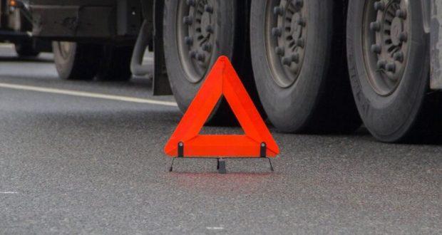 Причиной двухчасовой пробки на трассе «Таврида» стало ДТП с грузовиком
