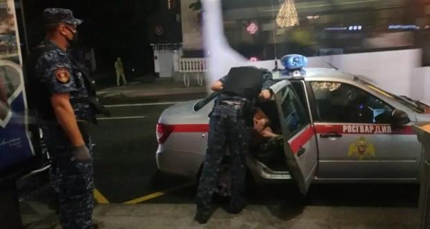 В Севастополе дебошир устроил скандал в троллейбусе