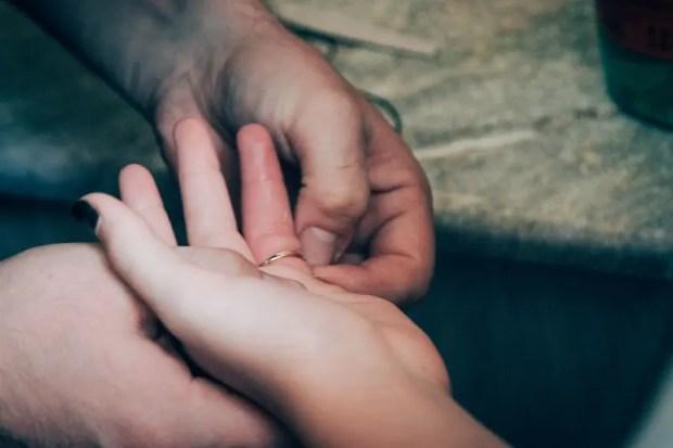И такое случается. Освободить руку от тесного кольца девочке помогли севастопольские спасатели