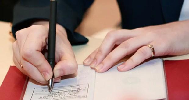 В Алуште чиновница, понятно, не бесплатно, фиктивно регистрировала иностранцев