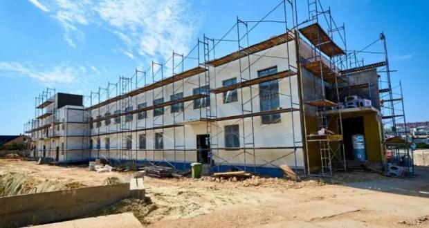 В районе 5-го км Балаклавского шоссе строят детский сад и школу