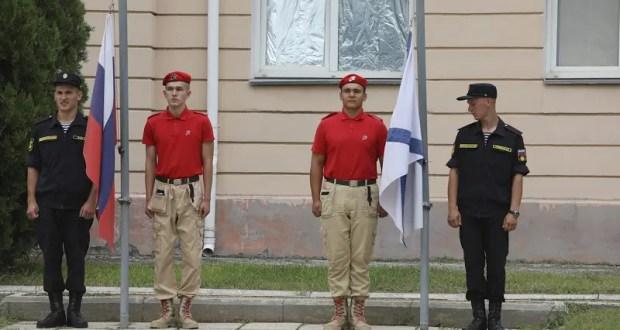 В армейском корпусе Черноморского флота отметили День государственного флага России