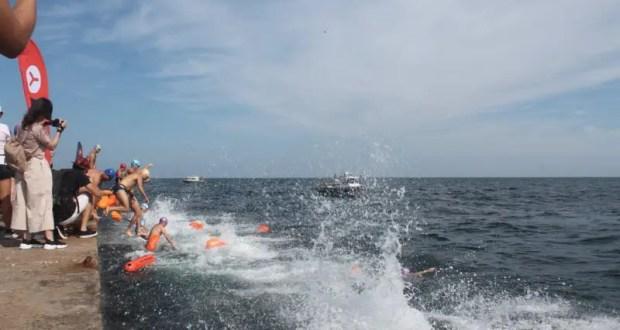 В Севастополе на День физкультурника состоялся массовый заплыв