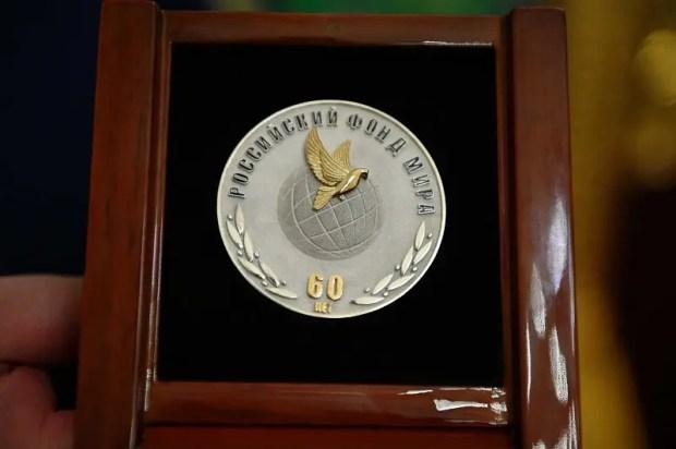 Святейшему Патриарху Кириллу вручена медаль «Российский фонд мира — 60 лет»