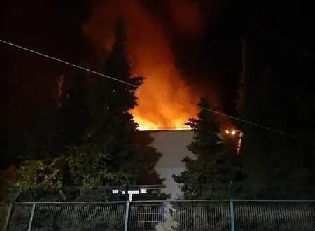В Ялте сотрудник полиции вывел из горящего здания мужчину и женщину