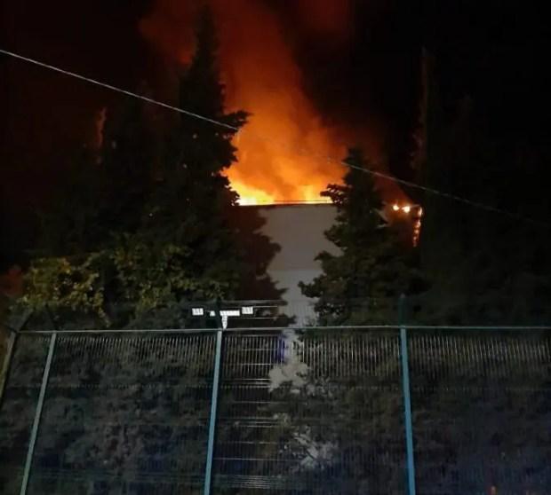 Вечерний пожар в Ялте. Без крова временно остались 17 человек
