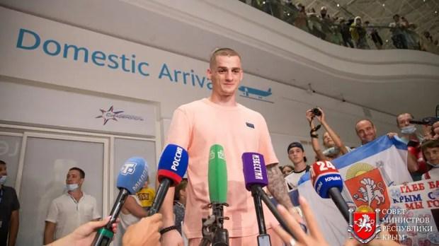 В Крым вернулся наш «бронзовый» олимпиец - боксер Глеб Бакши