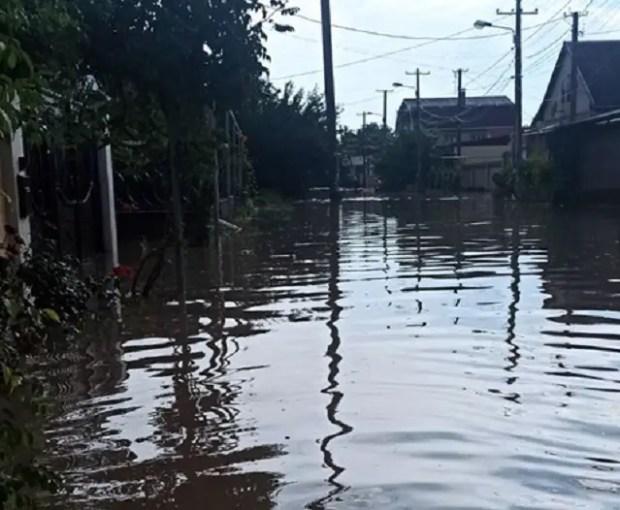 «КРЫМ-СПАС» эвакуировал двух человек из затопленного подземного гаража
