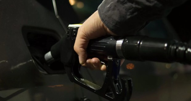 Эксперты: в России - бензиновый кризис. Цены на топливо растут и будут расти дальше