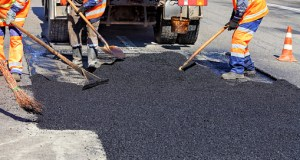 В Симферополе продолжается ремонт дорог