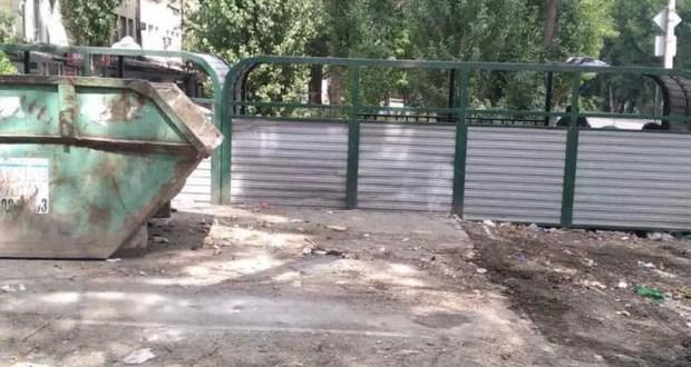В Симферополе коммунальщики ликвидируют стихийные навалы мусора. В день – по десять свалок