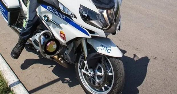 В Балаклаве шестилетняя девочка перебегала дорогу в неположенном месте и попала под мотоцикл ДПС