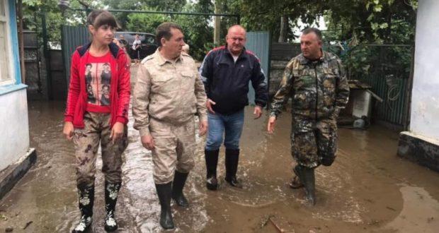 В Керчи подтопленными остаются три придомовых территории и стадион им.50 лет Октября
