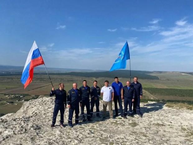 В День государственного флага России триколор развевается на вершинах крымских гор