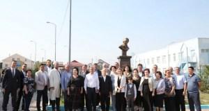 В Симферополе открыли памятник Герою России Алиме Абденановой