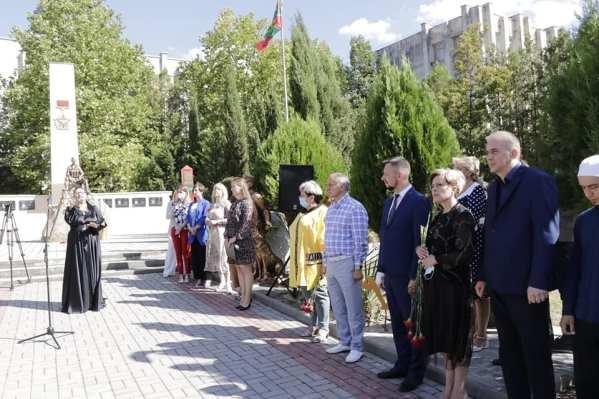 В Бахчисарае торжественно открыли Мемориал погибшим в борьбе с террористами