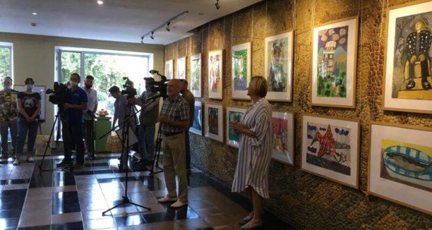 Директору и учителям Севастопольской художественной школы присвоили почетные звания