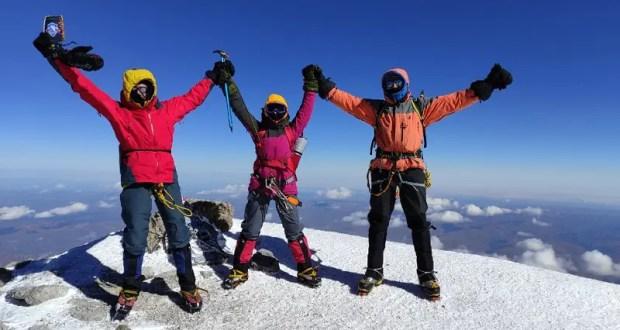 Севастопольские спасатели покорили вершину Эльбруса