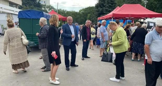 Крымские сельхозтоваропроизводители привезли на реализацию 26 тонн собственной продукции в Керчь