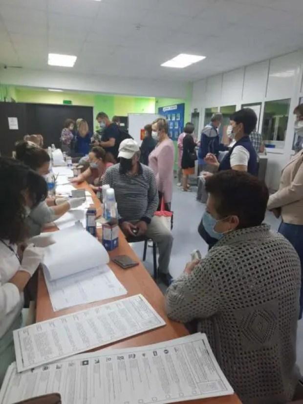 Во второй день голосования в Крыму несколько спала активность избирателей, появились и жалобы
