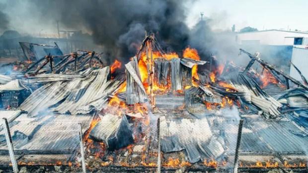 В Севастополе ликвидирован крупный пожар в районе Камышового шоссе