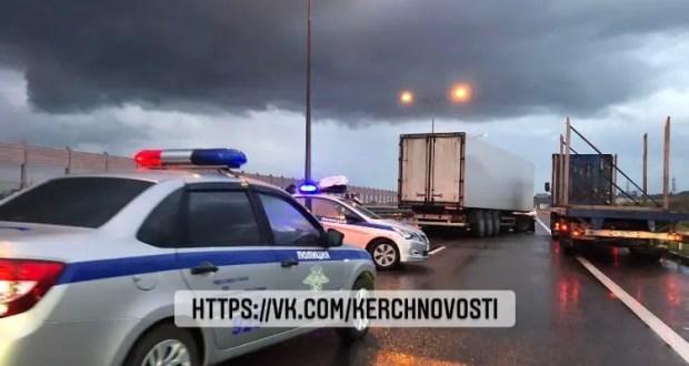 ДТП у въезда на Крымский мост: четверо пострадавших, в том числе двое детей