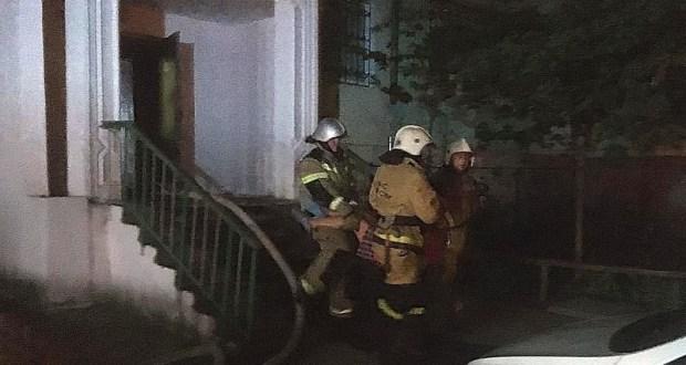 Ночной пожар в Феодосии: спасатели эвакуировали десять человек