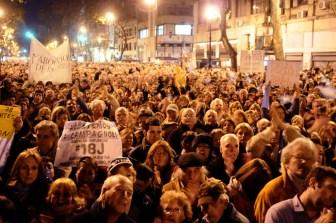 Una multitud salió a respaldar al fiscal.