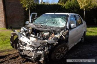 Así quedó el auto después del choque.