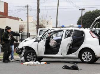 El coche robado que dio origen al tiroteo.