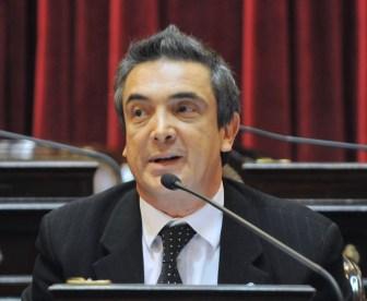 El senador radical promueve el juicio por jurados.