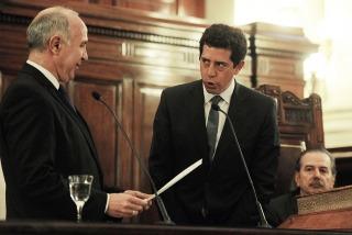 Lorenzetti le tomó juramento a De Pedro.