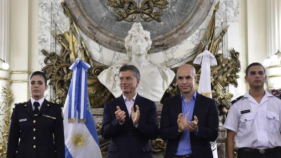 Macri y Rodríguez Larreta en el acto por el cual se firmó el traspaso.