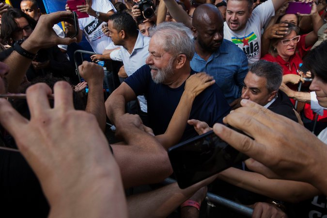 Lula,momentos antes de ingresar en la cárcel.