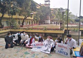 রংপুরে নর্দান প্রাইভেট মেডিকেল কলেজ শিক্ষার্থীদের মানববন্ধন ও অবস্থান ধর্মঘট