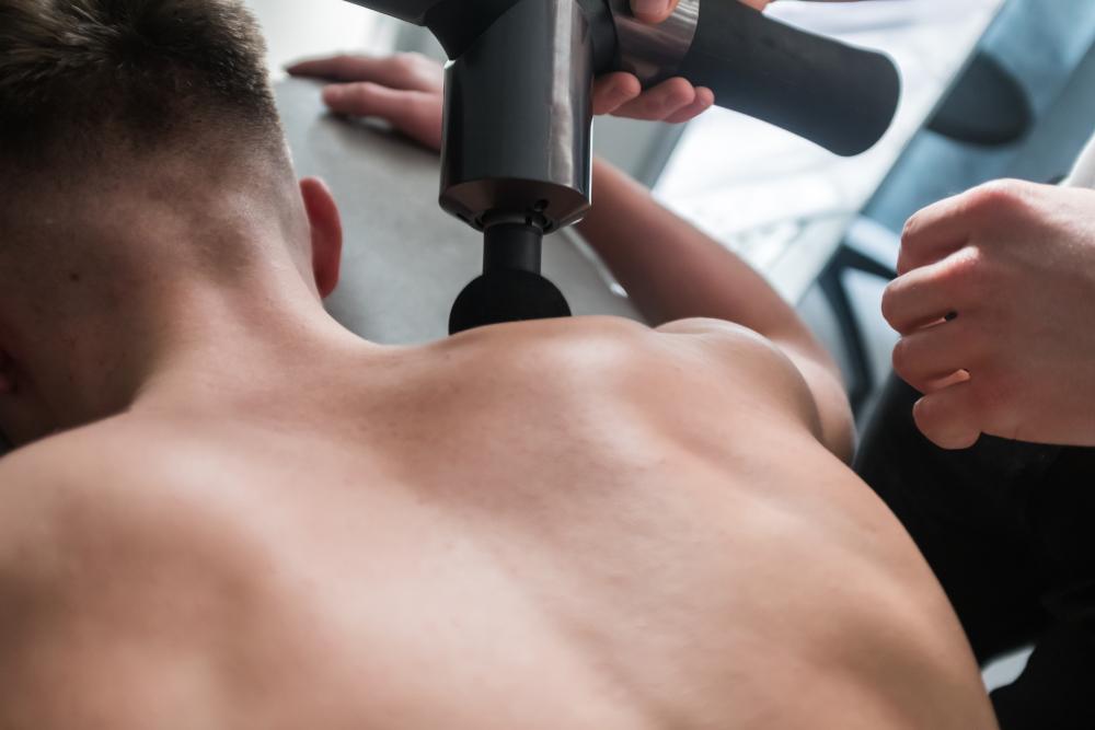 spierherstel versnellen met massage gun