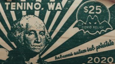 Billete de $25 impreso sobre un trozo de madera en la ciudad de Tenino
