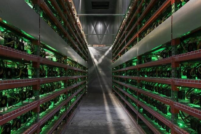 A diferencia de los centros de extracción de Bitcoin, los cuales son costosos y demandan altos consumos de energía, la minería de criptomonedas como Chia, es más amistosa con el medio ambiente.