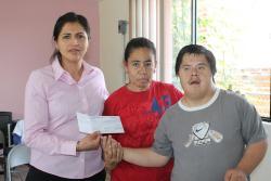 Entrega de becas a personas con discapacidad