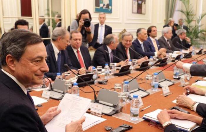 Με διαρροές για QE προσπαθούν να εγκλωβίσουν τον Ντράγκι