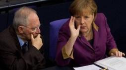 Spiegel: Μαριονέτες του Σόιμπλε το Eurogroup, η Μέρκελ απέτρεψε το #Grexit