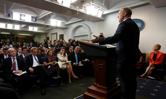 Παραιτήθηκε ο εκπρόσωπος Τύπου του Τραμπ, προοίμιο ανακατατάξεων στον Λευκό Οίκο