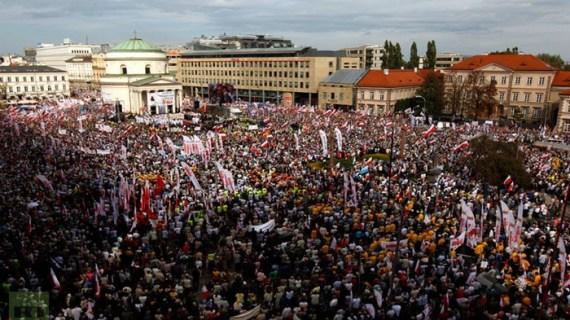 Πολωνία: Διαδηλώσεις και σύγκρουση με την ΕΕ για τον έλεγχο της Δικαιοσύνης