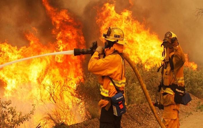 Σε πύρινο κλοιό η Ελλάδα: Καίγονται Κάλαμος, Βαρνάβας και Ζάκυνθος