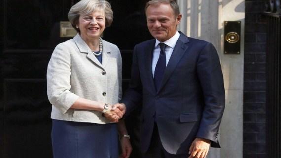 Κινήσεις απεμπλοκής του Brexit, συνάντηση Μέι-Τουσκ