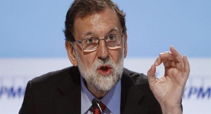 Ο Ραχόι καθαιρεί την κυβέρνηση της Καταλονίας, αγοράζει χρόνο
