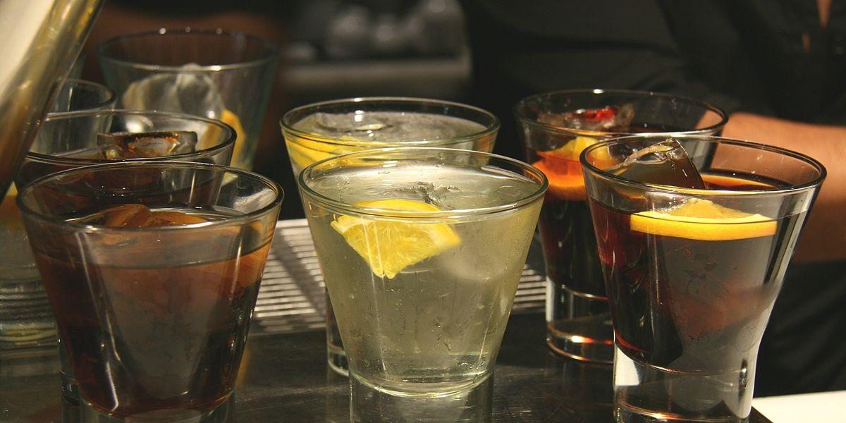 Вермут, напитки, бар