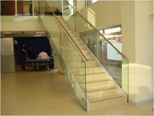 Barandas escaleras cristalseg for Escaleras de aluminio para interiores