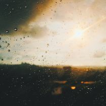 cristal laminado, serigrafía, película de colores, vinilo adhesivo, texturas, cristal templado, vidrio pintado, espejos envejecidos, cristales monolíticos, cristales grabados, cristales de colores, vidrios acústicos, vidrios biselados, vidrios curvos, vidrio control solar.
