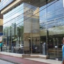 Fachada comercial, fachada bancaria, fachada piso techo, fachada flotante, aluminio, vidrio de seguridad, acero inoxidable, herrajes en acero , vidrio, cristal templado, cristal laminado, diseño vanguardista, moderno, resistente.